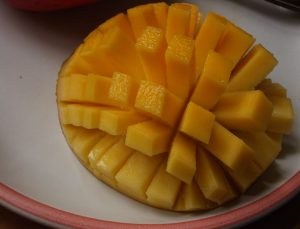 Sliced-cubed_Mango_01